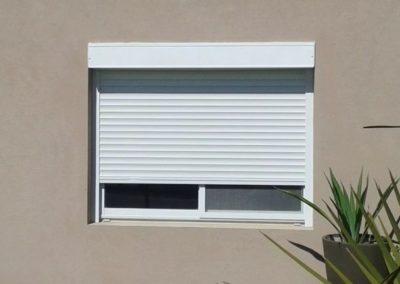 persiana-exterior-con-cajon-blanca